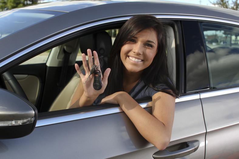 Có nên dùng nước hoa ô tô để khử mùi hôi trong xe không?