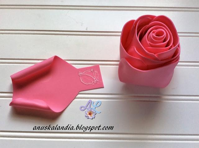 Rosa-gigante-en-goma-eva-o-foamy-18-1-silicona-pétalos-tres-y-cuatro-Anuskalandia