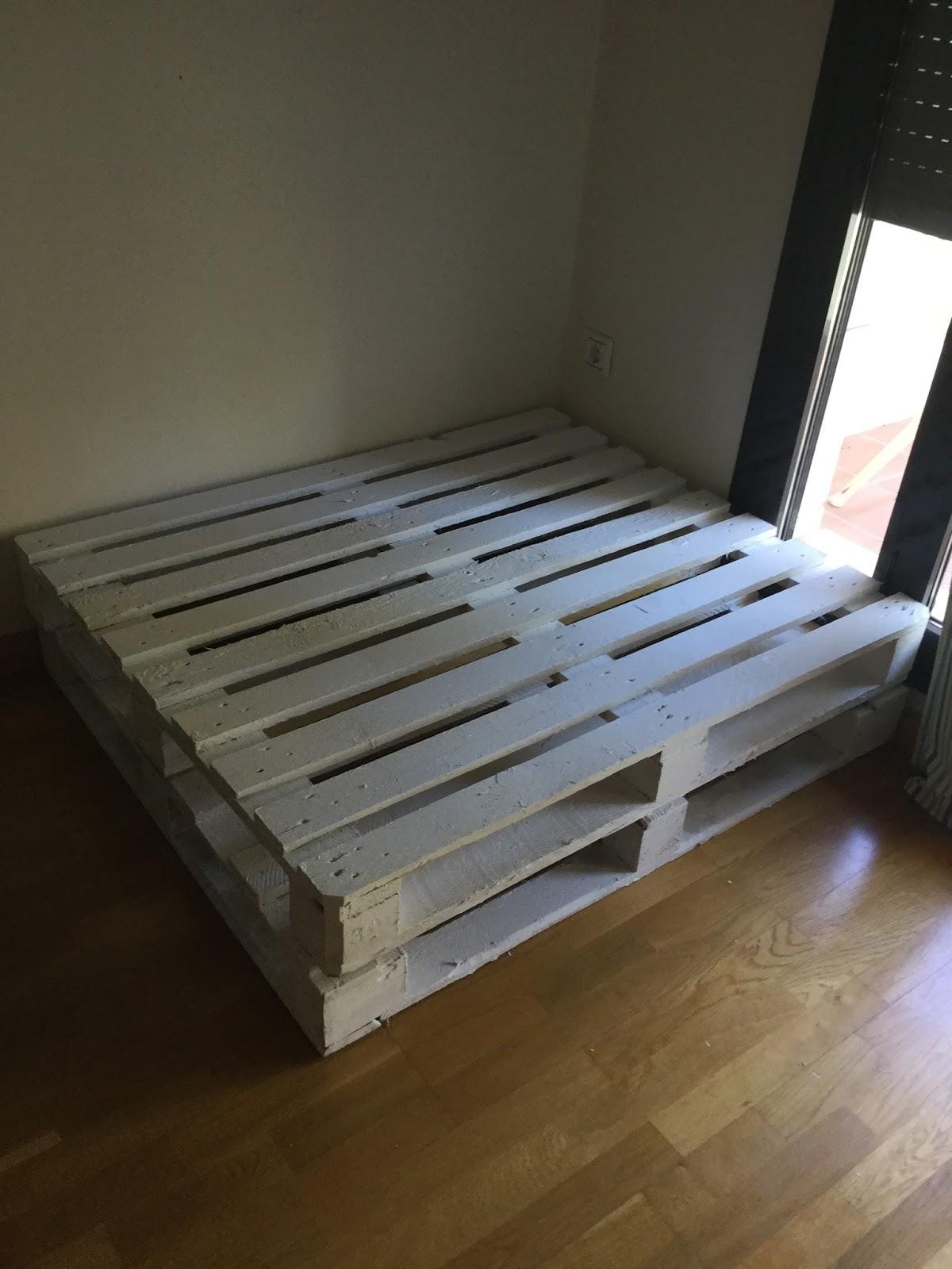 Diy decoraci n c mo hacer un sill n de palets de madera for Bmn clausula suelo 2016