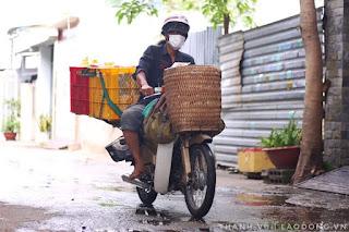 """Bánh mì Sài Gòn - """"Lâm ống húc"""" rong ruổi khắp TPHCM tặng bánh cho người nghèo"""