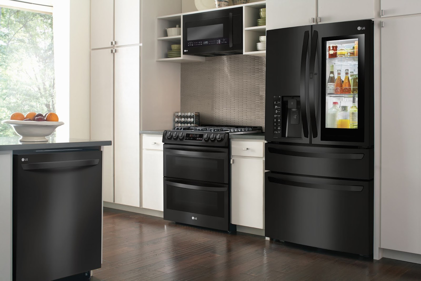 It S Pretty Nice To Walk Into Your Kitchen And Think Wow I Love This E The Lg Matte Black Set At Best Makes That Instantly Easy