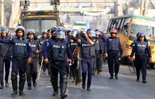 """مظاهرة إسلامية في بنغلاديش تحتج على إهانة النبي محمد """"ص"""""""