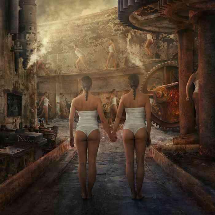 Мир, наполненный тайной и мраком. Nikolina Petolas
