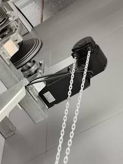 dây xích kéo an toàn trợ lực cửa trượt trần overhead door
