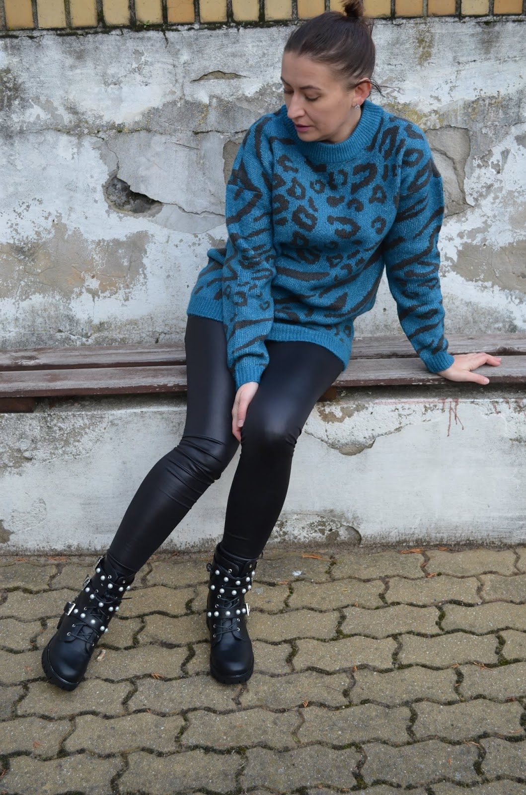 @adrianastyle_stylist, Bonprix Animal Print Sweater, Swetr Bonprix, Bonprix Leather Look Leggings, Botki Bonprix, Leginsy Bonprix, Bonprix Heavy Boots, www.adriana-style.com, stylizacja, Zwierzęcy print, Animal Print, Patterns