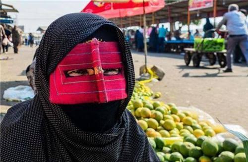Những phụ nữ đeo mặt nạ bí ẩn ở Trung Đông 3