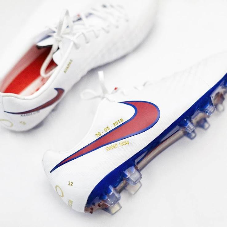 c09dd5a0a8 El capitán del FC Barcelona jugará ante la Real Sociedad su último partido  con la camiseta azulgrana. Y lo hará con unas botas exclusivas preparadas  por la ...