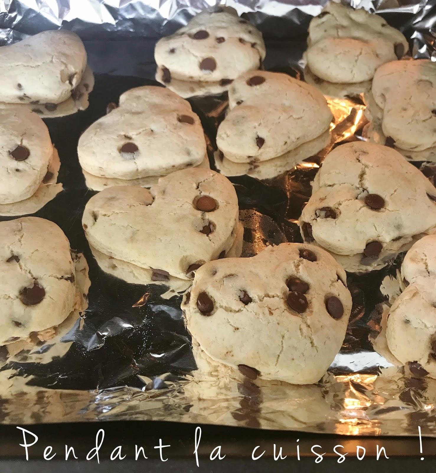 Cookies aux pépites de chocolat en forme de cœurs