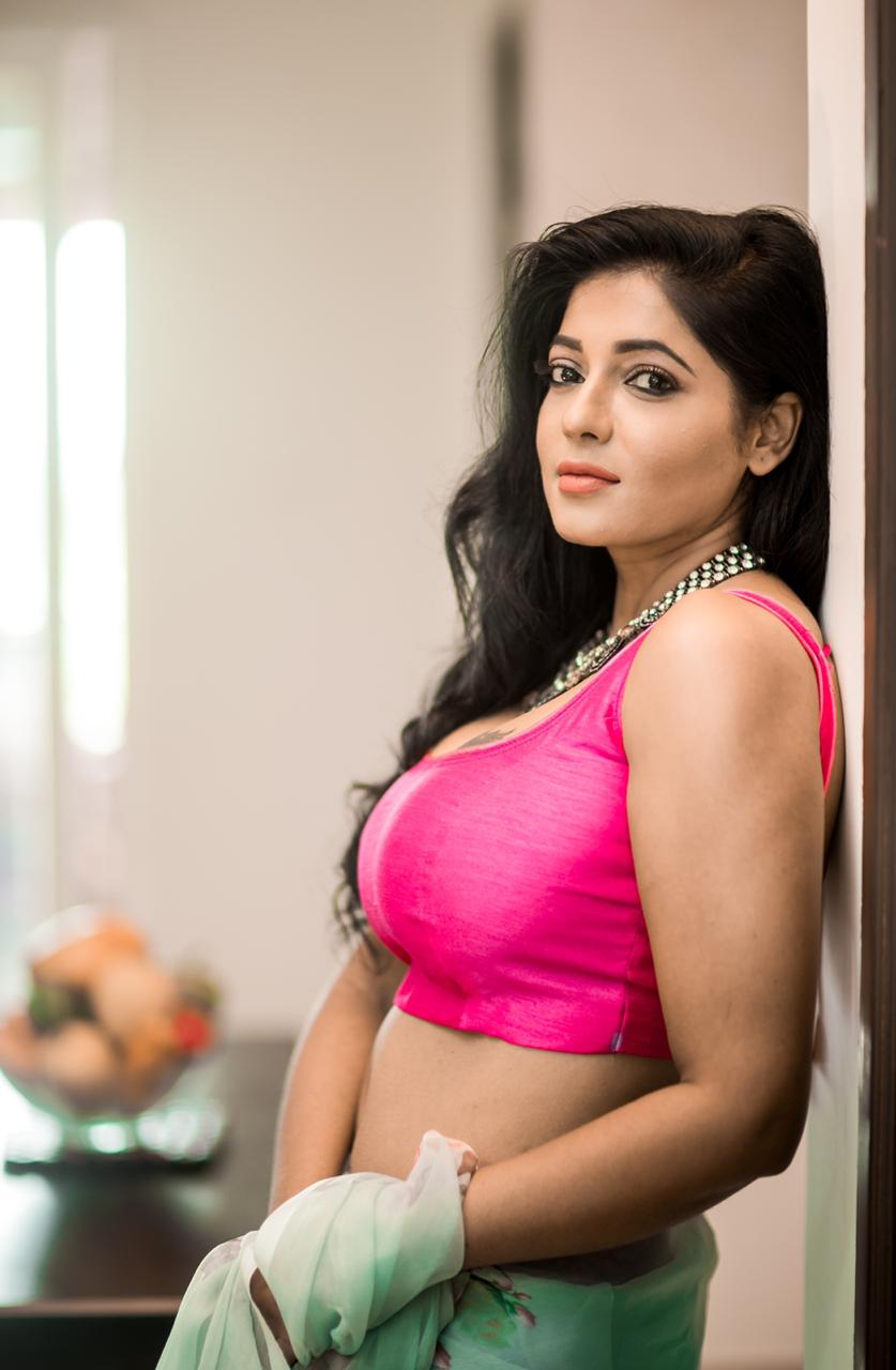 Reshma Pasupuleti Saree Photos