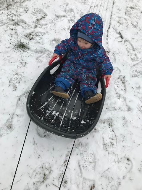 Schnee Schlittenfahren Winterkinder Winter Aktivitaeten