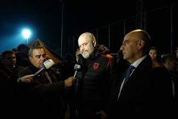 Eνώ η Ελλάδα έστειλε την ΕΜΑΚ για να σώσει Αλβανούς, ο Ράμα αλλά για άλλη μία φορά κάνει τα… γλυκά μάτια στον Τούρκο Σουλτάνο. Μάλιστα επισκ...