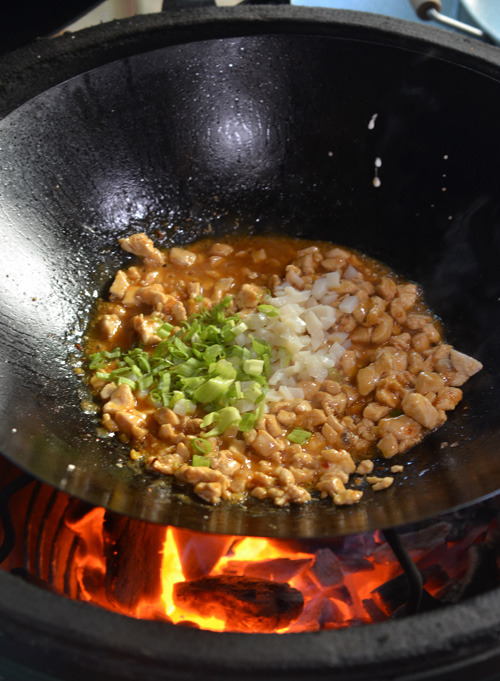 Cooking on a wok on the Big Green Egg