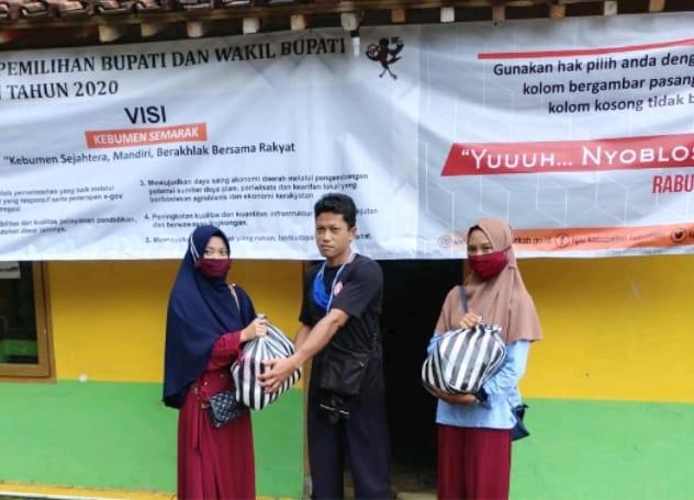 Bareng Relawan GSK, Mahasiswa KKN-RDR UIN Walisongo Bantu Korban Bencana