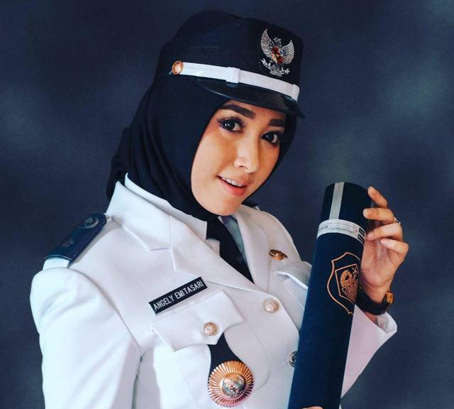 Profil Angely Emitasari Pedangdut Jadi Kepala Desa Cantik - FB