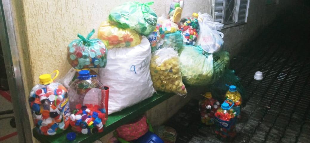 Mais um lote de tampas plásticas recebida do Heróis dos Lacres para o GUAPA!