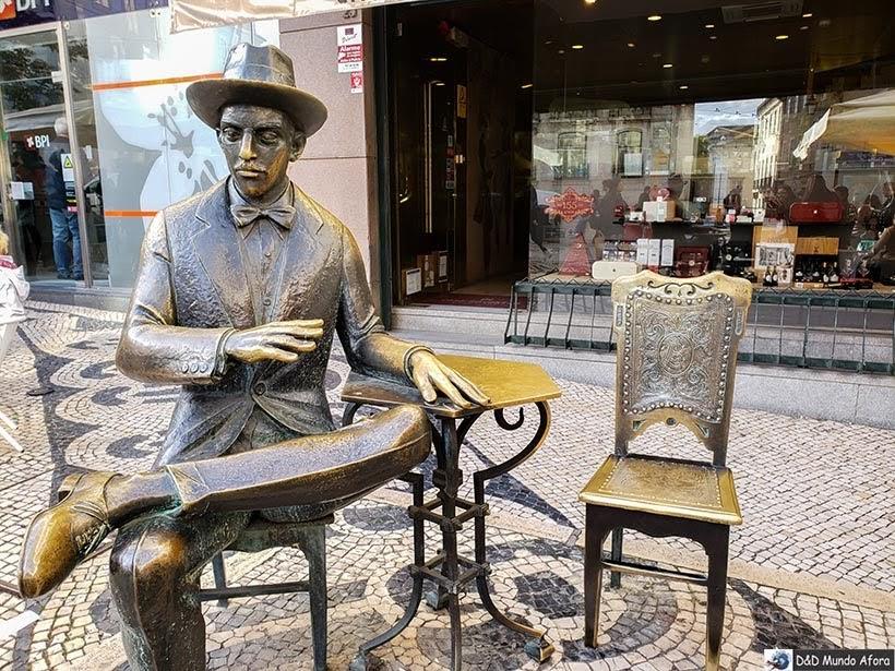 Estátua de Fernando Pessoa em frente ao Café a Brasileira - o que  fazer em Lisboa