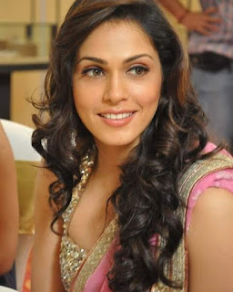 Isha Koppikar , Biography, Profile, Biodata, Family, Husband, Son, Daughter, Father, Mother, Children, Marriage Photos.
