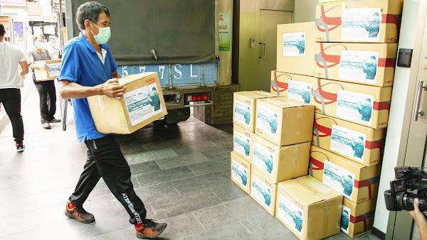 行動挺醫護守護第一線 滿載抗疫物資送二基醫院