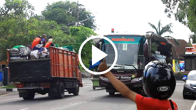 Kumpulan Beberapa Video 'Om Telolet Om' Paling Lucu