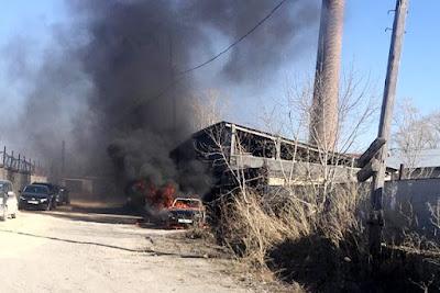 В результате пожара у легкового автомобиля повреждены салон и моторный отсек.