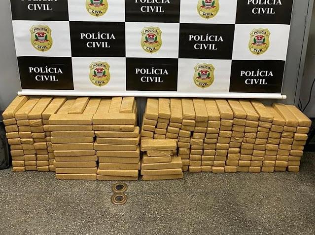 Investigação descobre rota de organização criminosa e apreende mais de 250 tabletes de maconha escondidos em caminhão