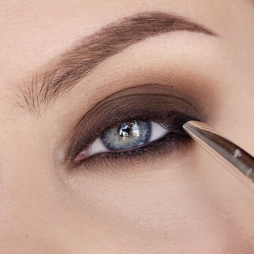 Como aplicar sombras en ojos muy grandes