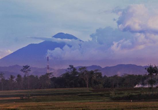 Info Lengkap Daftar Kontak Basecamp Gunung di Jawa Tengah