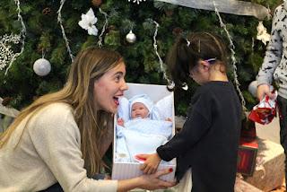Encendido del árbol de Navidad en el hospital de Cruces