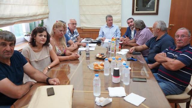 Πρωτοπορεί η Περιφέρεια Κρήτης: Χρηματοδοτεί πρόγραμμα για την κρητική μέλισσα