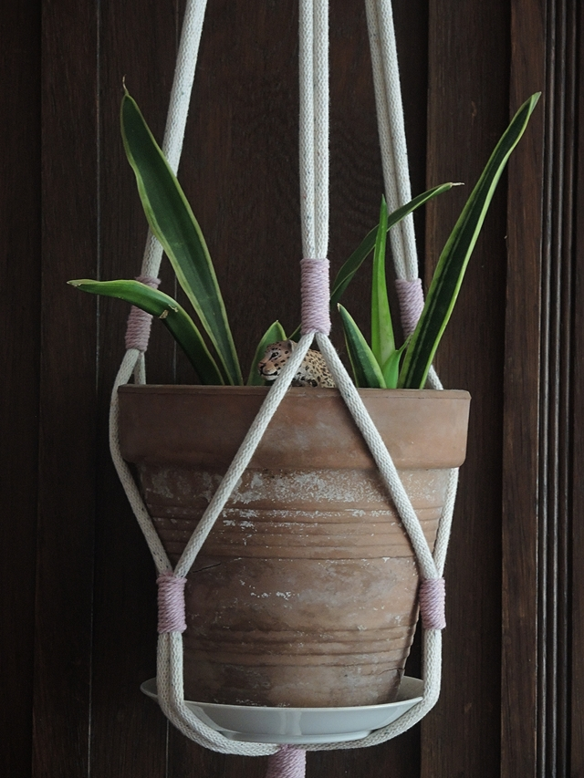 DIY: macramé - de zeer eenvoudige plantenhanger/the very basic plant hanger