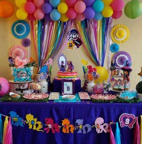 C mo decorar cumplea os infantiles con papel crepe y for Ideas para cortinas infantiles