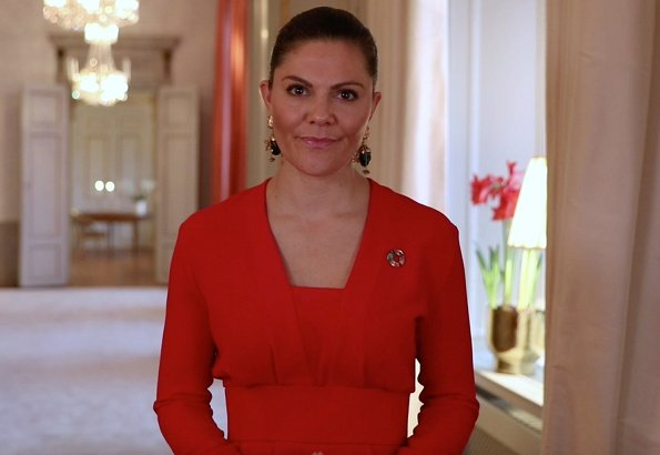 Crown Princess Victoria wore multifunctional earrings from H&M Conscious Collection, and a red dress from H&M Conscious Collection