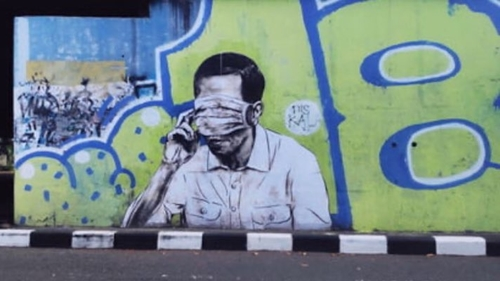 Muncul Mural Wajah Mirip Jokowi Tertutup Masker, Warganet: Jangan Sampai Faldo Maldini Tahu!