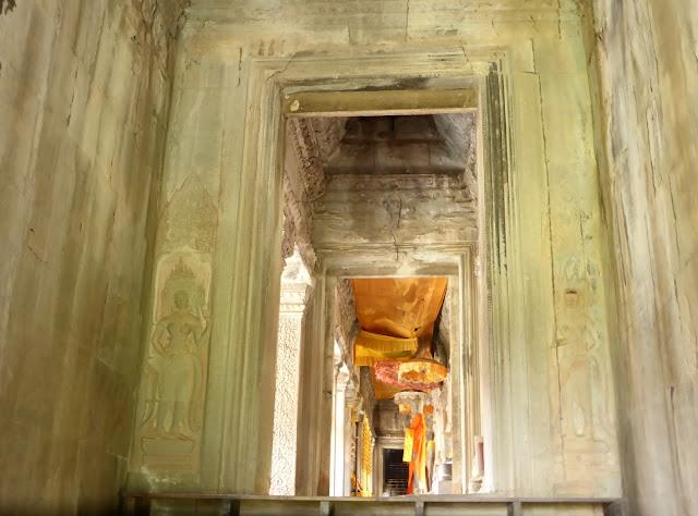 Altar budista dentro de Angkor Wat