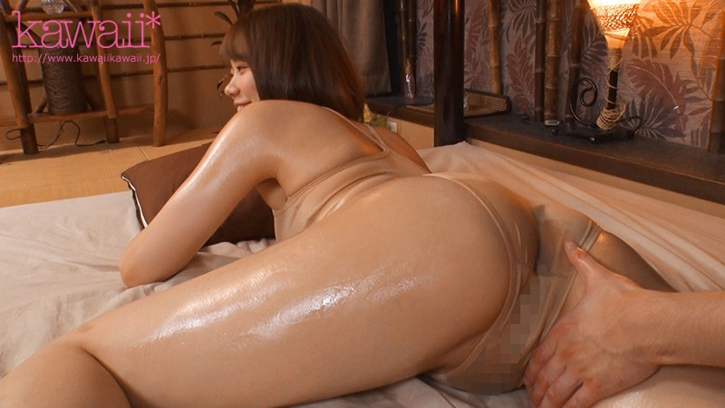 在护肤沙龙上班的极品黄金比Body!柔乳白肌超强服务!她一拍片就直接中出了!
