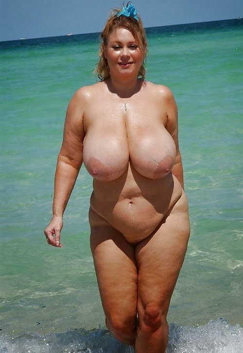 2 hermosas chicas cambiandose de ropa en la playa - 4 5