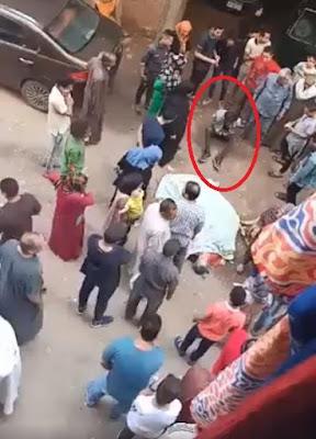 """""""كتفوه جنب أمه"""".. لحظة القبض على المتهم بتمزيق جسد والدته في الهرم (صور)"""