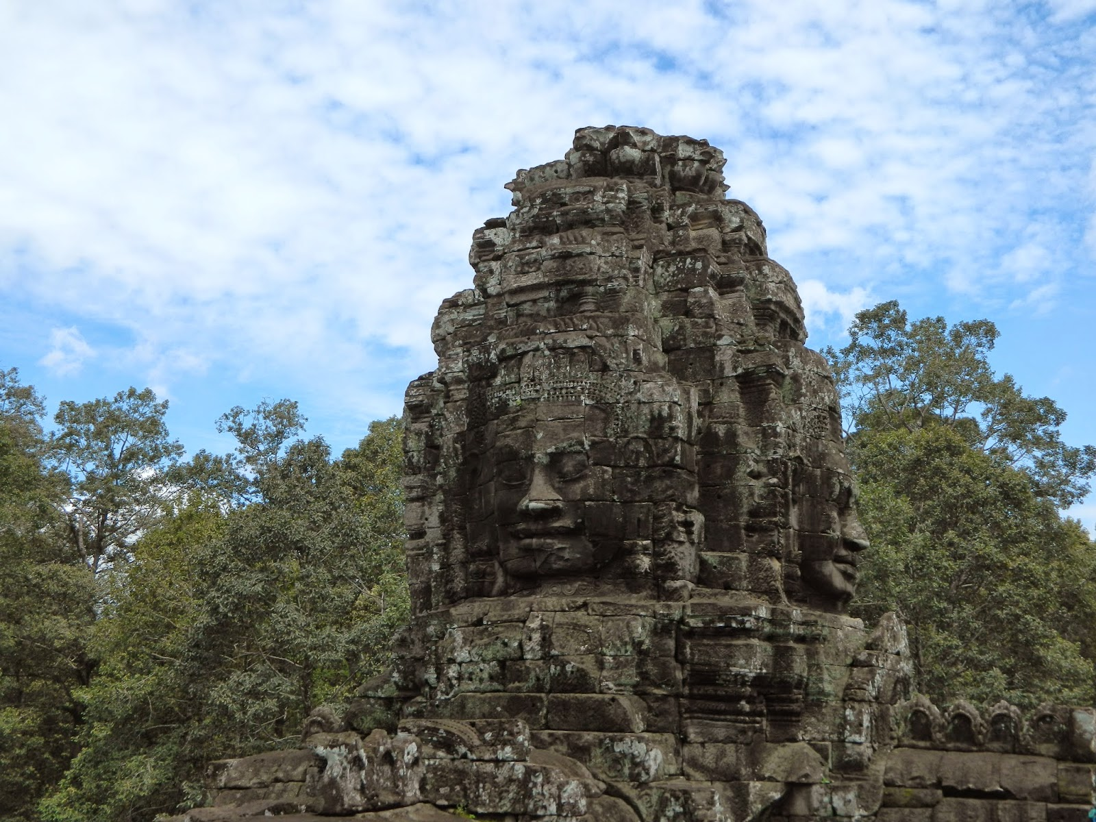 There 4 faced tower in Bayon