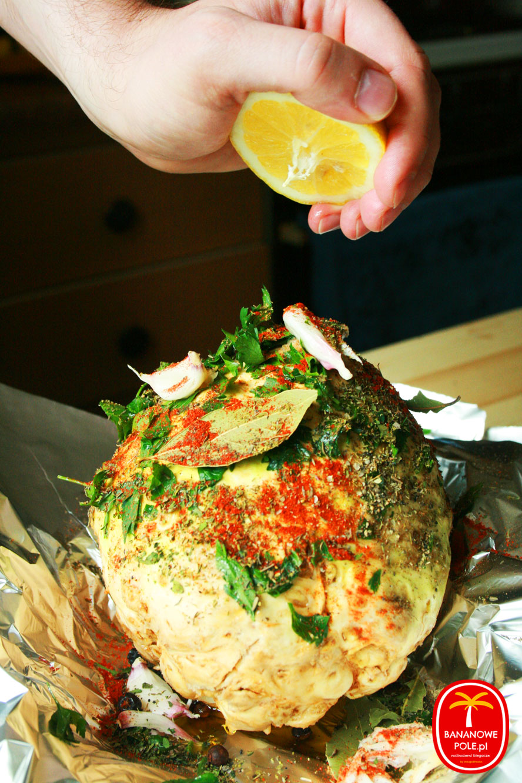 Pieczeń z selera w gruszkowej marynacie