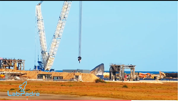 Giant Crane waiting at the launch pad for the arrival of Starship SN9 (Source: LabPadre)