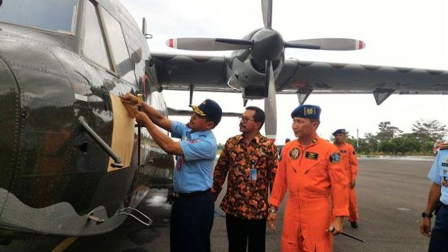 PTDI Serahkan Pesawat NC212-200 untuk Daerah Perintis ke TNI AU