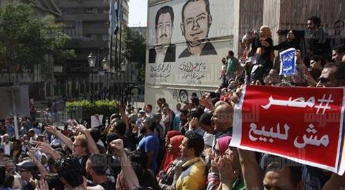 مصر مباشر : مظاهرات «#جمعة_الأرض» أمام #نقابة_الصحفيين بالقاهرة