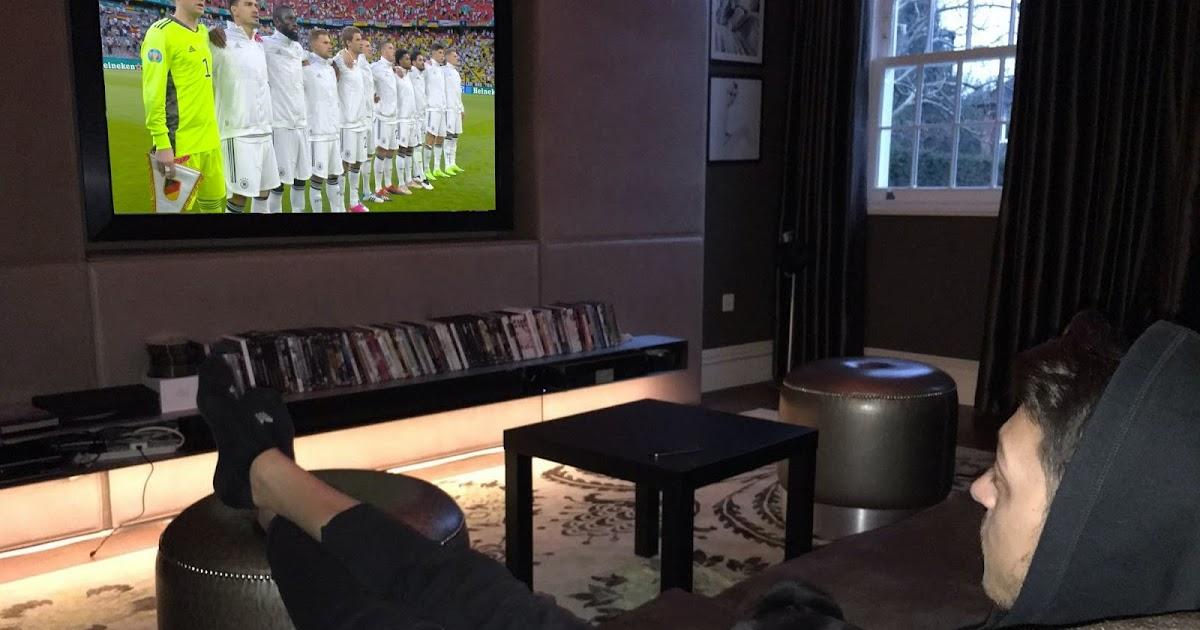 Das konnte ja nicht gut gehen: Özil sang Hymne nicht mit!