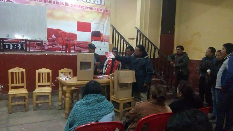 Elección de COMCIPO paralelo en la sede de la COD / FACEBOOK ROSMALY HERBAS FERNANDEZ