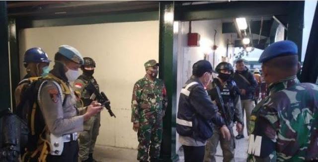 Aparat Tertibkan Pedagang Ilegal di Areal PT. Freeport Indonesia