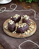 https://lachocolaterapia.blogspot.com/2021/01/bizcochitos-de-chocolate-y-crema-de-cacahuetes-receta-sin-gluten.html