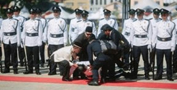 """""""Kejam Ke? Kenapa Tak Tolong?"""" - Luahan Anggota Tentera Isu Pegawai Polis Pengsan Dalam Kawad"""