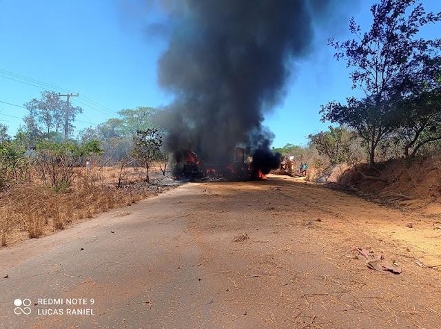 VÍDEO| Motorista morre carbonizado na PI 247, entre Sebastião Leal e Bertolínia