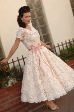 vestido noiva retro vintage midi anos 50 lindo simples renda fita