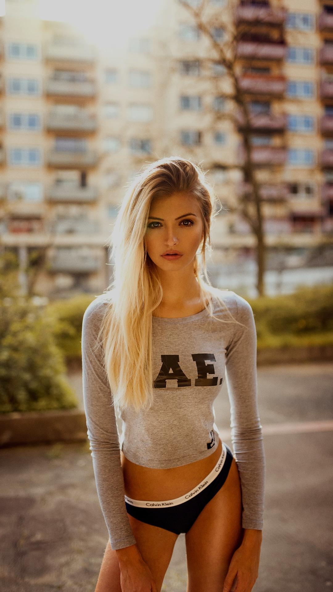 Beautiful blonde women wallpaper